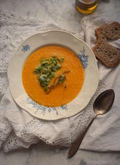 Zupa marchwiowa z siekanym bobem i kuskusem – White Plate