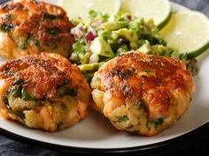 These salmon patties are made flavorful with fresh bell peppers, scallions and lemon zest. Salmon is always quick to prepare, delicious, and nutritious. Healthy Tuna, Healthy Eating, Healthy Recipes, A Food, Good Food, Food And Drink, Fresh Salmon Patties, Easy Summer Meals, Tuna