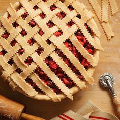 Sweeten your Thanksgiving with 5 new pie recipes: berry-apple mincement pie, chocolate-pecan pie, pecan-banana tart, pear pie and steusel-topped apple pie. #Hallmark #HallmarkIdeas