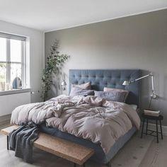 Med en sengegavl i velour får du et blødt, sofistikeret udtryk ind i soveværelset👌🏼 ⠀Af: Karin Gråbæk, foto: Pernille Kaalund, styling: Heyhome.dk, bolig: @heyhome ⠀#soveværelse #sengegavl #velour Room, Room Design, Home Bedroom, Bedroom Interior, Home Decor, House Interior, Apartment Inspiration, Room Inspo, Home Interior Design