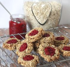 These delicious and healthy oat thumbprint cookies with chia jam are gluten-free, dairy-free and free from refined sugar Best Vegan Cookie Recipe, Best Vegan Cookies, Healthy Cookies, Gluten Free Cookies, Healthy Snacks, Healthy Baking, Healthy Kids, Fussy Eaters, Holiday Cookie Recipes