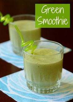 This green smoothie is so delicious! You'll never guess that this is actually a super healthy recipe full of nutrients.