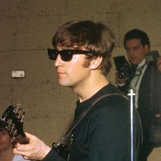 John Lennon by alyssa Beatles Guitar, Les Beatles, John Lennon Beatles, Jhon Lennon, Beatles Band, Yoko Ono, Liverpool, John Lennon Sunglasses, Imagine John Lennon