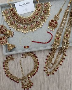 Wedding Jewellery Designs, Indian Bridal Jewelry Sets, Indian Jewelry Earrings, Bridal Accessories, Wedding Jewelry, Jewlery, Bridal Lehenga Collection, Bridal Necklace Set, Pakistani Jewelry