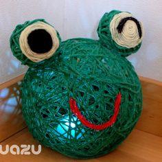 毛糸をボンドで風船にぐるぐる で作るカエルのランプ - 暮らしニスタ