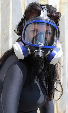 Girl in gas mask respirator Business Outfits Women, Business Women, Business Fashion, Pop Culture Halloween Costume, Creative Halloween Costumes, Today's Fashion Trends, Womens Fashion, Fashion Ideas, Fashion Fashion