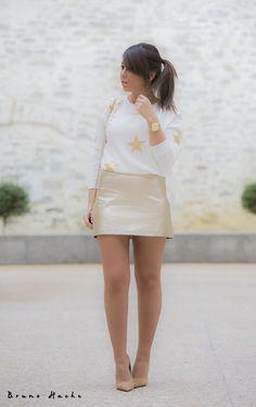 STARS - la huella de mis tacones Zara, Girls In Mini Skirts, Outfits, Outfit Ideas, Fashion, Gold Skirt, Gold Stars, Foot Prints, Heels