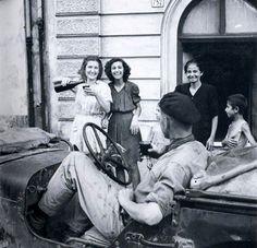 Robert Capa, l'inferno della guerra. - I Lestrigoni-Sicilia, Catania, 1943Foto 9 di 20