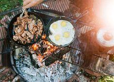 Campfire breakfast, campfire songs, morning breakfast, camping and hiking, camping Fire Cooking, Cast Iron Cooking, Outdoor Cooking, Cooking Eggs, Cooking Food, Campfire Songs, Campfire Food, Campfire Breakfast, Morning Breakfast