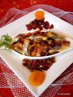 Smaczna Pyza: Śledzie z owocami suszonymi Love Food, Salads, Eggs, Beef, Fish, Breakfast, Ethnic Recipes, Cooking, Meat
