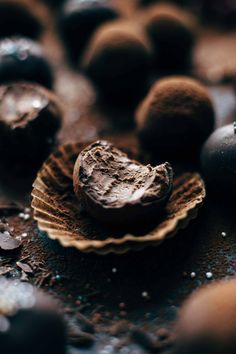 These are the easiest homemade chocolate rum truffles you can find. Sink your teeth into these rich, decadent chocolate rum balls you'll be hooked. Salted Chocolate, Decadent Chocolate, Love Chocolate, Chocolate Peanuts, Chocolate Truffles, Homemade Chocolate, Chocolate Recipes, Baking Chocolate, Chocolate Butter