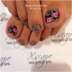 Pretty pedicure: a grey/brown polish with Pink flowers and Black leaves & swirls. Very pretty. Fancy Nails, Cute Nails, Pretty Nails, Pedicure Nail Art, Toe Nail Art, Glitter Toe Nails, Pretty Pedicures, Toe Nail Designs, Flower Pedicure Designs