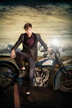 Goes to show that a nicely cut blazer can look really cool on a bike