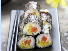 Maki-Sushi mit Kürbis und Wildlachs - smarter - Zeit: 15 Min. | eatsmarter.de