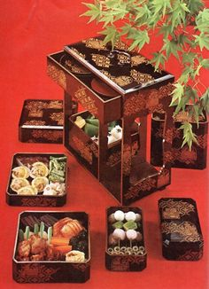 300 year old bento box. The Japanese: doing lunchboxes before lunchboxes were cool....
