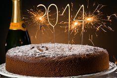 Αν δεν εμπιστευτείτε την συνταγή του Στέλιου Παρλιάρου για την βασιλόπιττα 2014 τότε ποιόν; Αφράτη και με ξανθές σταφίδες προετοιμαστείτε από τώρα με πρόβες! | eirinika.gr Chocolate Sweets, Love Chocolate, Greek Desserts, Greek Recipes, Christmas Cooking, Christmas Time, The Kitchen Food Network, Food Network Recipes, Holiday Recipes
