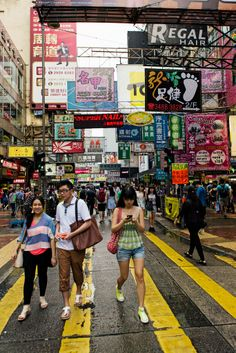 Hong Kong Street Scene. I see H2O back there! I used to love their Pear scented body wash =) Memories!