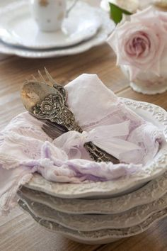 linxy-zn:  ❥ vintage silver   * Shabby Chic ~ Vintage ~ Roccoco ~ Rustic ~ Eng… on We Heart It - http://weheartit.com/entry/62591541/via/linxy_zn Hearted from: http://pinterest.com/pin/557813103816829649/