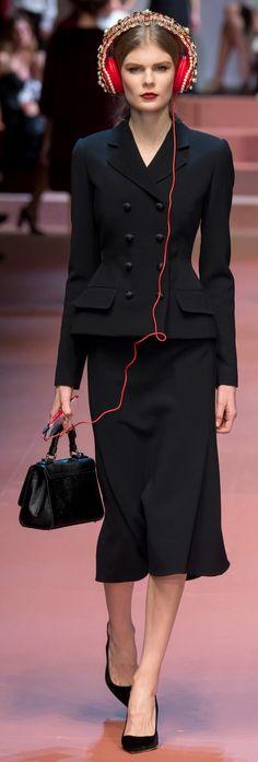 Tailleur noir façon Dior, années 50. Dolce & Gabbana Ready To Wear Autumn/Fall 2015