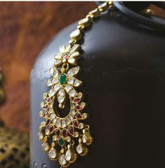 Fulfill a Wedding Tradition with Estate Bridal Jewelry Tikka Jewelry, Gold Temple Jewellery, Headpiece Jewelry, Head Jewelry, Diamond Jewellery, Wedding Jewellery Inspiration, Indian Wedding Jewelry, Indian Jewelry, Bridal Jewelry