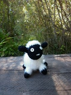 My first amigurumi ever: little sheep!
