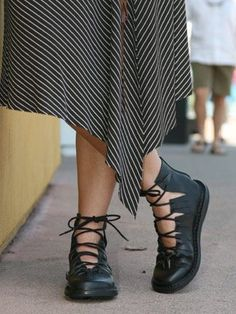 45 Leather Street Style Shoes You Should Own - 2019 Hijab Clothing Cute Shoes, Me Too Shoes, Pretty Shoes, Street Style Shoes, Fall Winter Outfits, Winter Shoes, Winter Fashion, Summer Outfits, Summer Shoes