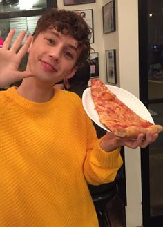 TROYE SIVAN STOP BEING ADORABLE AND ALSO POST MORE VIDEOOOOSSSS He hadn't uploaded a video in two months :(