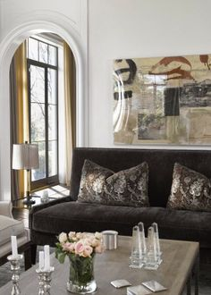 Design Chic: In Good Taste: Heiberg Cummings Design VIEW II This room seemed a little TOO Neutral for me, (VIEW I) until I saw this, the interesting part of it in VIEW II...Worth a Look!