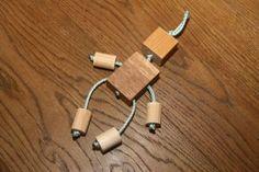 Jednoduchá postavička ze dřeva a provázku, kterou můžete vyrábět s dětmi. Headphones, Headpieces, Ear Phones