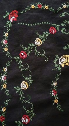 This Pin was discovered by Bah Cross Stitch Rose, Cross Stitch Flowers, Cross Stitch Embroidery, Hand Embroidery, Cross Stitch Patterns, Free To Use Images, Prayer Rug, Bargello, Diy And Crafts