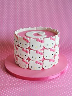 Hello Kitty cake. Soooo cute!