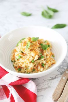 Wortelrisotto met doperwtjes - Lekker en Simpel I Love Food, A Food, Good Food, Food And Drink, Yummy Food, Paella, Vegetarian Recipes, Healthy Recipes, Delicious Recipes