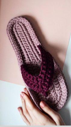 Crochet slippers Crochet Box Stitch, Crochet Stitches, Knit Crochet, Crochet Shoes, Crochet Slippers, Crochet Clothes, Make Your Own Shoes, Crochet Flip Flops, Crochet Baby Sweaters