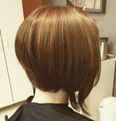 Bobs, bobs everywhere, but no one ever stops to wonder what the difference between all the various bob styles is! What is an inverted bob, anyway? What sets it apart from a classic A-line bob, for instance? Asymmetrical Bob Haircuts, Inverted Bob Hairstyles, Short Bob Haircuts, Straight Hairstyles, 2018 Haircuts, Bob Haircut 2018, Short Textured Bob, Short Hair Cuts, Short Hair Styles