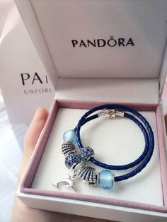 site>>PANDORA Jewelry Online Shop More than off! Pandora Charms, Pandora Bangle, Pandora Jewelry, Leather Charm Bracelets, Milan Fashion Weeks, Bracelet Designs, Fashion Tips, Fashion Trends, Fashion Models