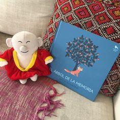 """Mindfulito hoy les trae el libro para niños ( y no tan niños…) """"El árbol de la memoria"""". Nos resulta difícil hablar de la muerte, ¿cómo ponerse en paz con ella?. Pero los niños ta…"""