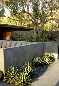 :: Havens South Designs :: likes this stucco half-wall  that encloses the U-shaped banquette by Scott Shrader for his Malibu clients