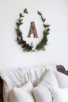 monograma A madeira, guirlanda galhos folhas verdes