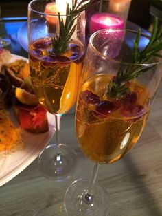 Cocktails, Alcoholic Drinks, Wonderful Time, White Wine, Wine Glass, Merry Christmas, Yummy Food, Tableware, Health