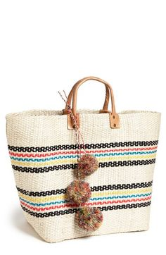 Free shipping and returns on Mar y Sol 'Caracas' Tote at Nordstrom.com. An eco-friendly tote woven from responsibly sourced agave leaves offers a creative, handmade take on the classic beach bag. The sale of Mar y Sol products enables families to gain economic independence, preserves traditional craft and promotes environmental conservation.