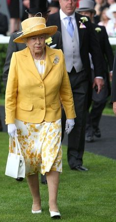 Queen Elizabeth II attends the first day of Royal Ascot 2005 at York. God Save The Queen, Hm The Queen, Royal Queen, Her Majesty The Queen, Queen Hat, Queen Outfit, Royal Uk, Royal Ascot, Queen And Prince Phillip