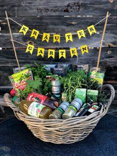 Gift for birthday gift # herb garden # gift ideas … - Geburtstag 90th Birthday Gifts, Diy Birthday, Happy Birthday, Holiday Break, Holiday Time, Presents For Men, Gifts For Women, Xmas Gifts, Diy Gifts