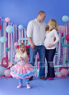 Well here it finally is! We've had to keep it under wraps since before Christmas, but we are finally ready to share whether we will be painting the nursery pink or blue. To make our gender reveal extra special, we decided to let Giuliana smash a cake and have the inside color announce the baby's