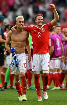 Aaron Ramsey and Chris Gunter of Wales celebrate their team's win in the UEFA EURO 2016 Group B match between Wales and Slovakia at Stade Matmut Atlantique on June 2016 in Bordeaux, France. Wales National Football Team, Wales Football Team, England Football Players, Football Is Life, World Football, Nike Football, Arsenal Fc, Soccer Pro, Sports
