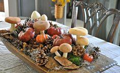 plato de madera con calabazas y setas para decorar la mesa en otoño