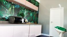 """Assista ao oitavo episódio da série """"PROJETO CRIATIVO""""! A Imprimax forneceu espaço e materiais para que arquitetos e designers de interiores esbanjassem toda a sua criatividade, mostrando as possibilidades da utilização de vinis autoadesivos na decoração de ambientes. Confira agora o resultado incrível e conceitual que a design de interiores Gabriela Dutra criou. Aquarium, Designers, Vinyls, Architects, Creative, Creativity, Log Projects, Goldfish Bowl, Aquarium Fish Tank"""