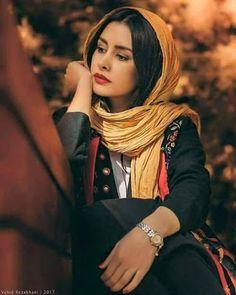 Love Quotes In Urdu, Love Poetry Urdu, Adorable Quotes, Persian Girls, Punjabi Girls, Romantic Shayari, Iranian Women, Shayari Image, Romantic Poetry