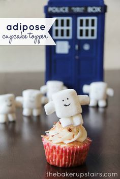 the baker upstairs: doctor who adipose cupcakes Doctor Who Birthday, Doctor Who Party, Geek Birthday, Halloween Birthday, Birthday Cake, Doctor Who Cupcakes, Dr Who Cake, Chocolates, Monster Cupcakes