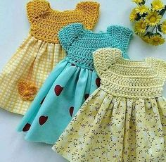 dresses with mixed techniques.Canesu crochet fabric and skirt in fabric. Crochet Baby Dress Pattern, Crochet Fabric, Crochet Baby Clothes, Crochet Girls, Baby Knitting Patterns, Crochet For Kids, Knit Crochet, Hand Knitted Sweaters, Knitted Baby