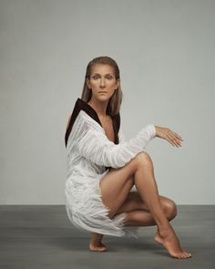 Celine Dion Albums, Igbo Wedding, Autumn Fashion Women Fall Outfits, Le Concert, Glamour, Spotify Playlist, Famous Women, Female Singers, Legs